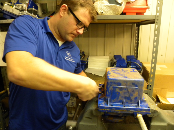 Matt Robinson, Indelac Controls, removing the cover of our NEMA 6P Actuator